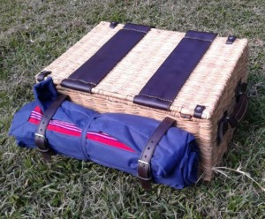 Picnic Hamper Wicker (2)